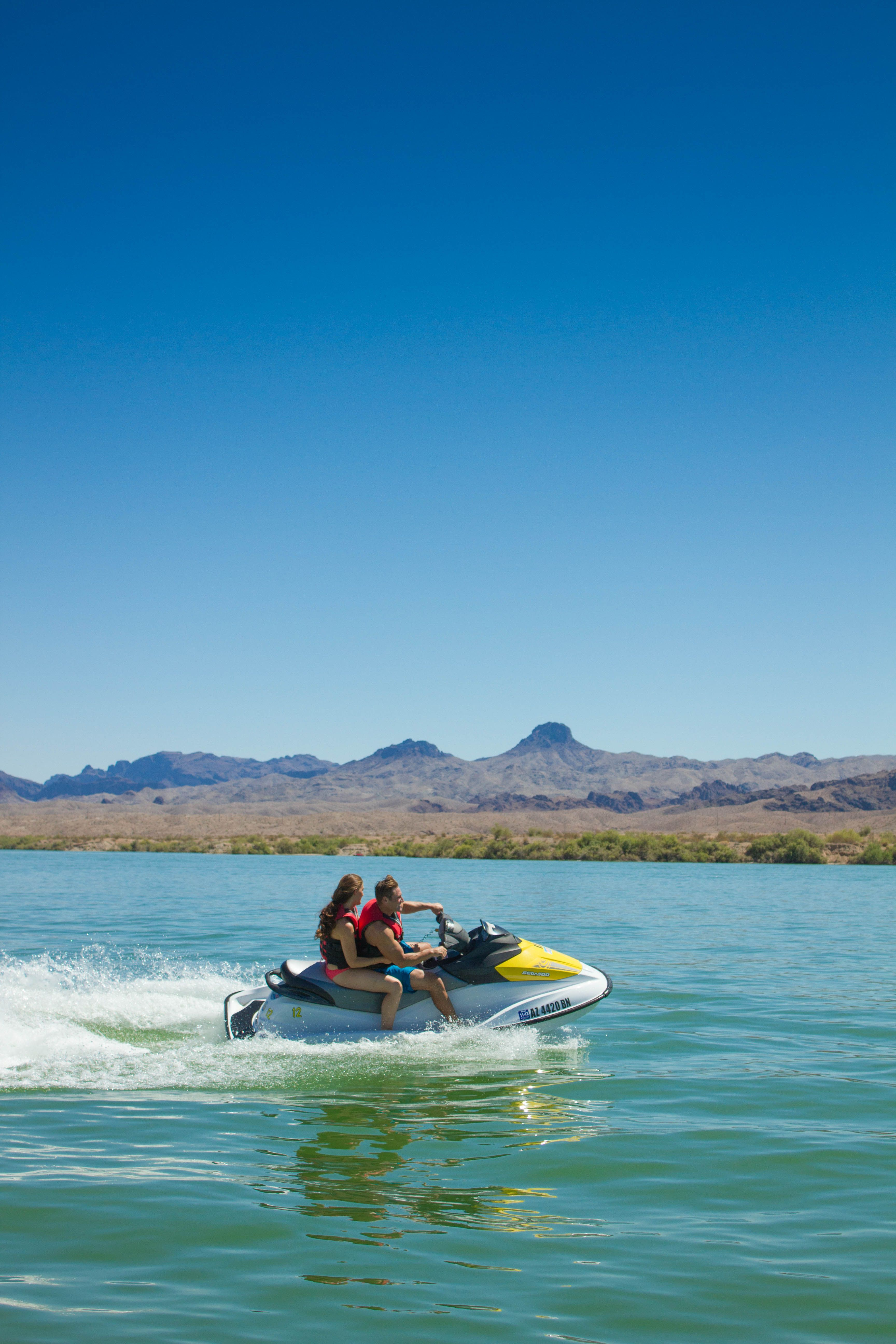With 60 Continuous Miles Of Waterways Lake Havasu Is Known As The Jet Ski Capital Of The World With Images Lake Havasu Lake Winter Family Vacations