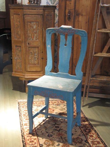 Talonpoikaisrokokoo tuoli 1800-luvun alusta.