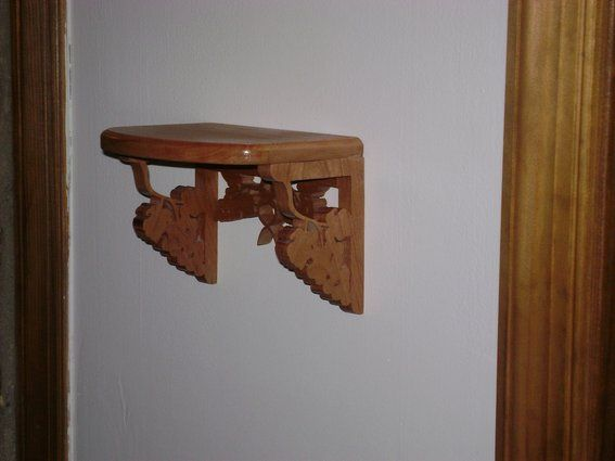 wooden wall shelf, to hold a planter