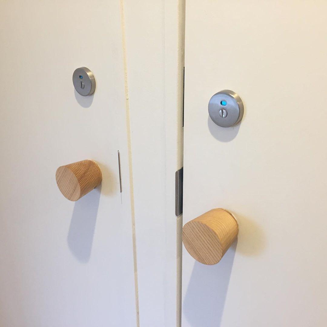 木のドアノブ オプションの表示錠を追加して頂ければ トイレ用の扉