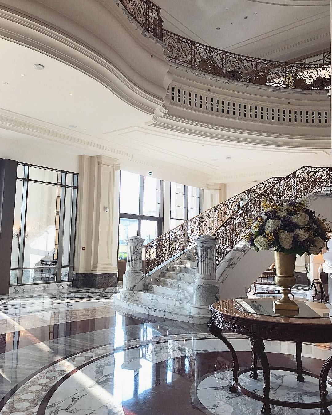 consulta esta foto de instagram de hijabhills 11 3 mil me gusta m bel pinterest luxus. Black Bedroom Furniture Sets. Home Design Ideas
