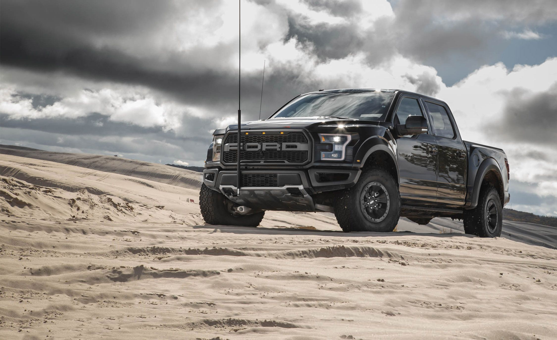 Read Our Most Comprehensive Review Of The 2018 Ford F 150 Raptor S Standard Features Trim Levels And Available Options