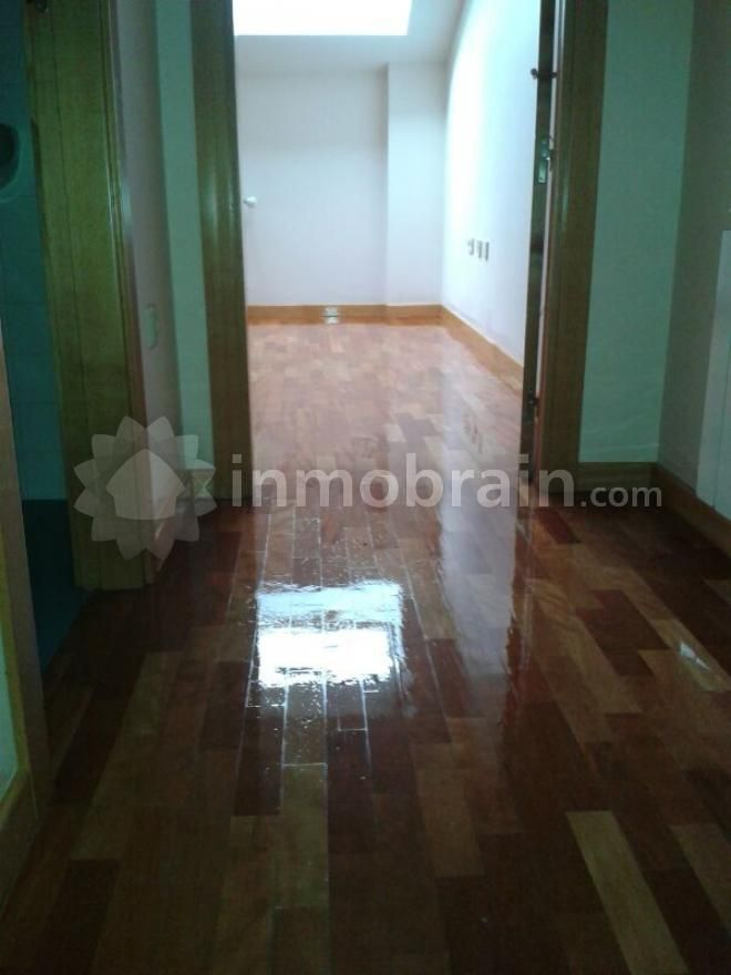 Apartamento en Azuqueca de Henares con 40 m2 repartidos en 1 habitación, 1 baño completo y salón con cocina.