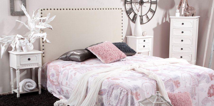 Completa la decoración de un dormitorio clásico y romántico, perfumandolo con aroma a rosas o jazmines blancos, y le darás un toque fino y delicado.