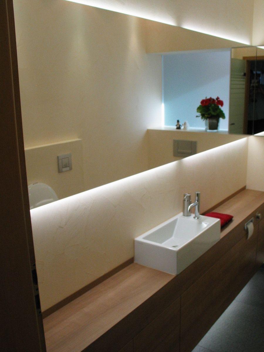 die hochwertigen materialien sowie die indirekte beleuchtung verleihen diesem g ste wc trotz. Black Bedroom Furniture Sets. Home Design Ideas