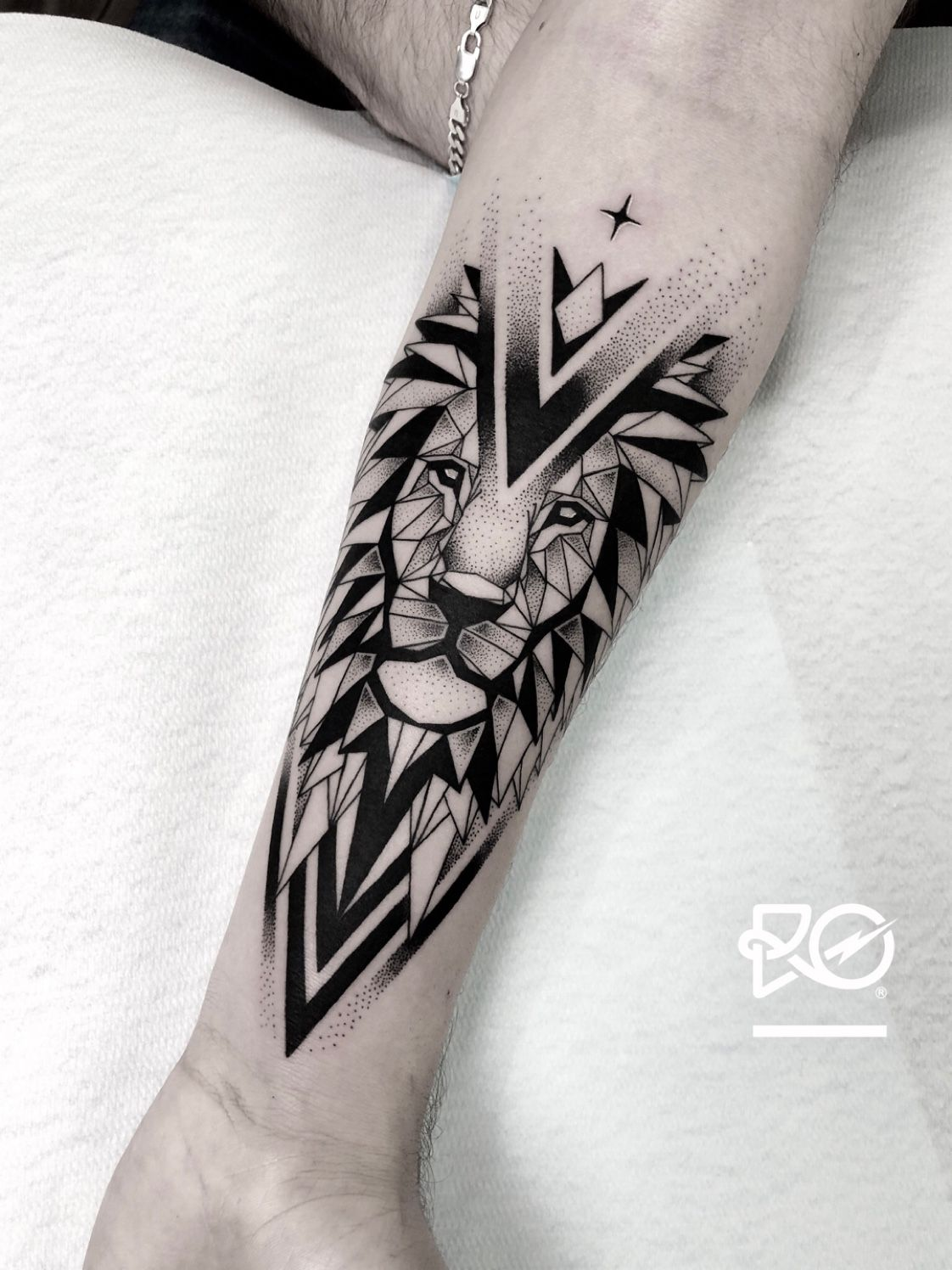 By Ro Robert Pavez The Last Geometric Lion Done In Studio Zoi Tattoo Stockholm 2018 En Forearm Band Tattoos Geometric Lion Tattoo Tattoos For Guys