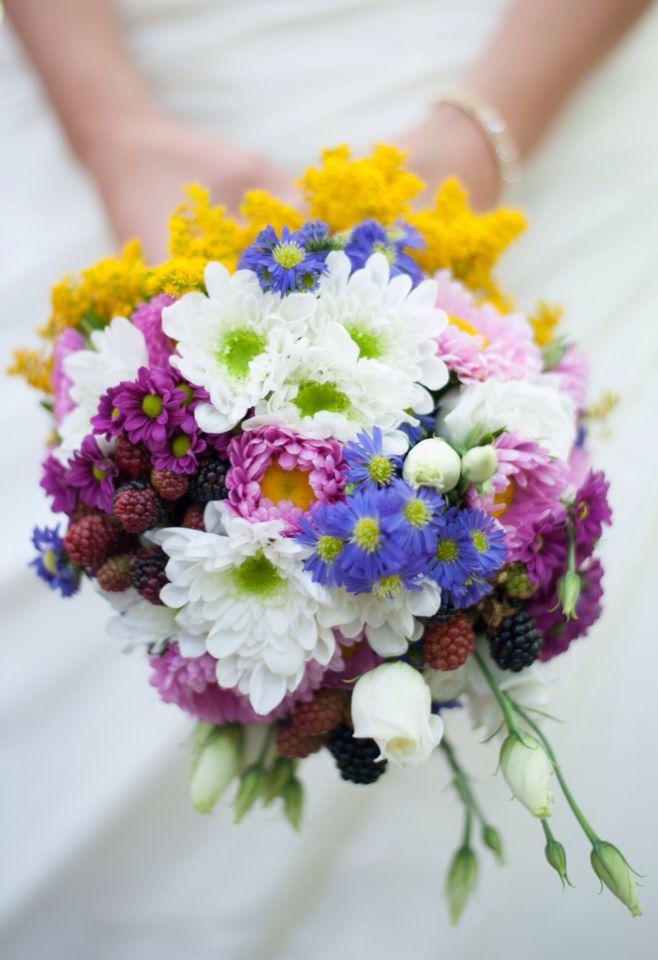 Brautstrauss Farbenfroh Weiss Gelb Pink Blau Wedding Rosa Blau