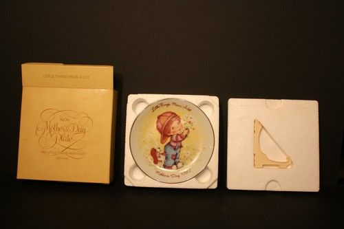 1982 Little Things Mean a Lot Avon Mother's Day Plate