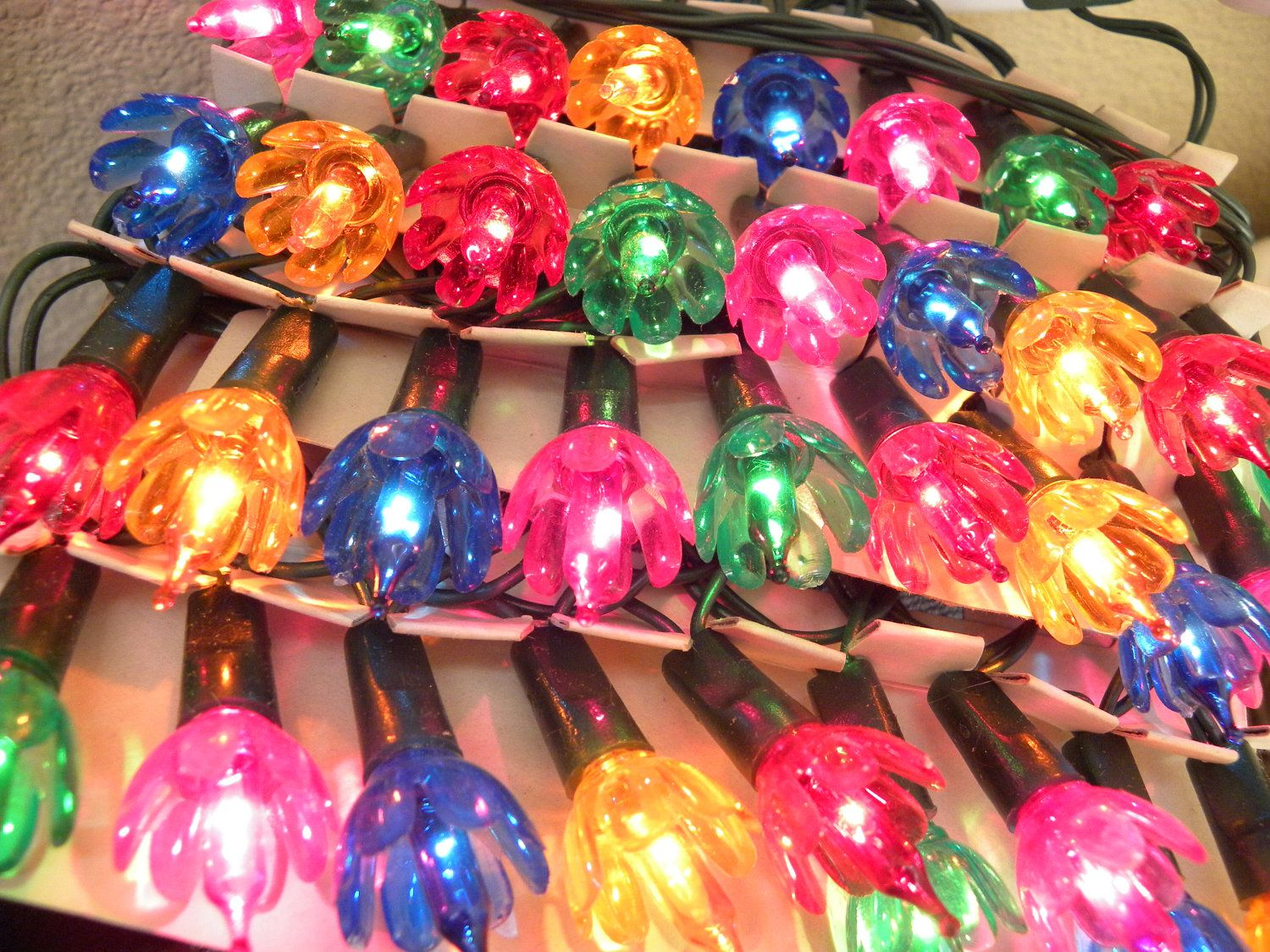 I Love These Kind Of Light Always Reminds Me Of Christmas When I Was A Kid Vintage Christmas Lights Vintage Christmas Tree Decorations Vintage Christmas Tree