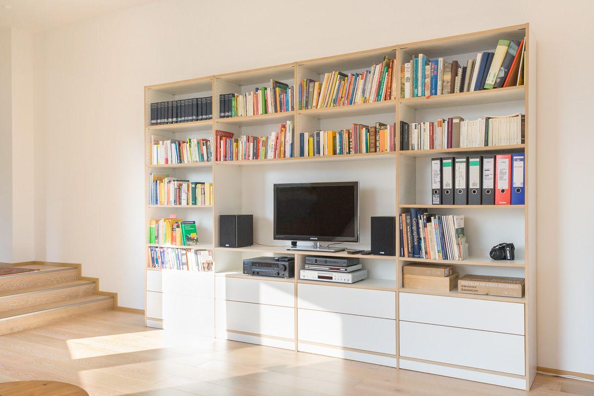 Weiße Wohnwand mit Schubkästen, abgebildet in Möbelplatte