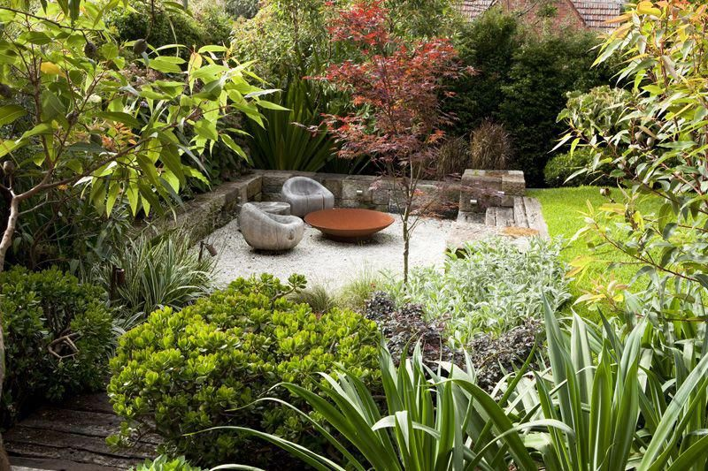 a contemporary australian garden designed by peter fudge  this design is a lot less formal than