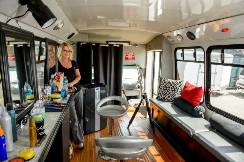style bus vanity salon master plan pinterest salons vanities and wheels. Black Bedroom Furniture Sets. Home Design Ideas