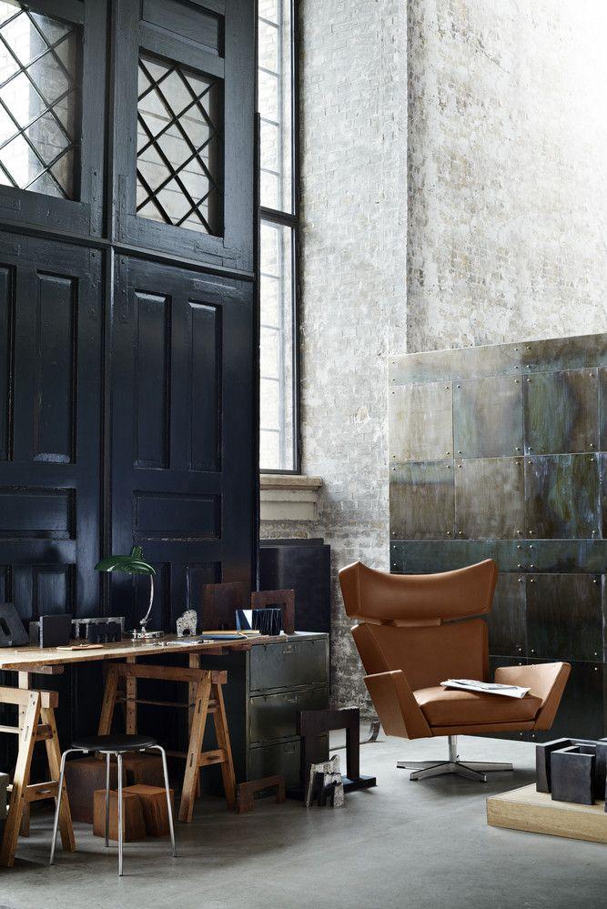 Arne Jacobsen Oksen Chair in walnut leather