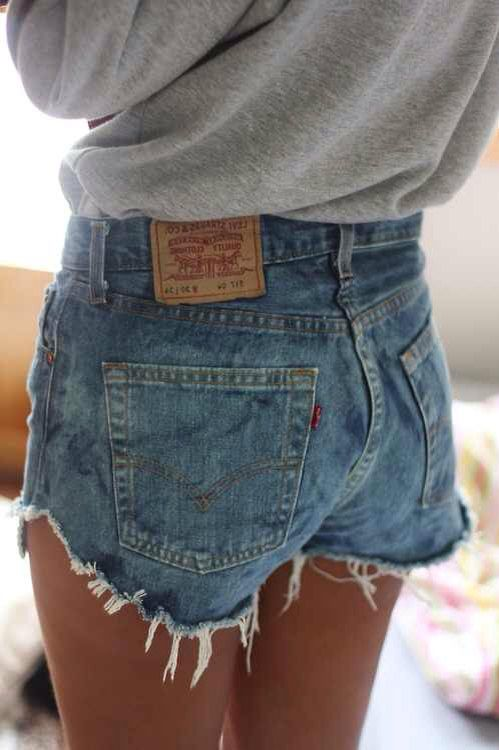 6786bcb74ec6 High wasted Levi s shorts