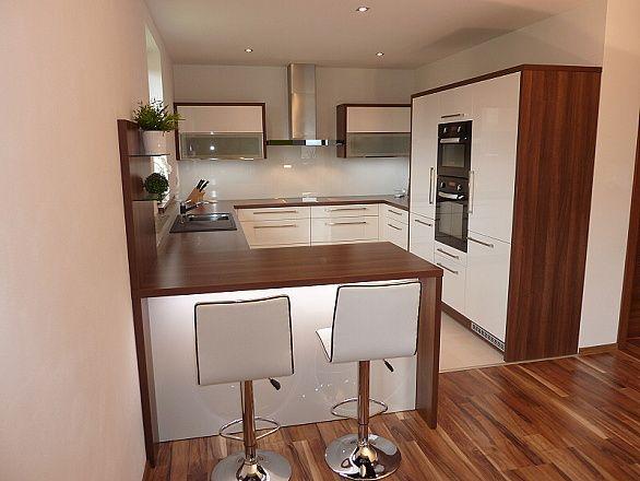 Ideen für die Küchen-Einrichtung Offene Einbauküche mit Tresen - offene küche wohnzimmer trennen