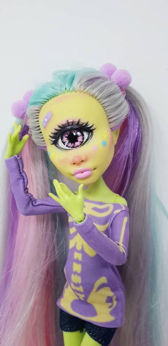 Iris- OOAK Monster High Doll #ooakmonsterhigh