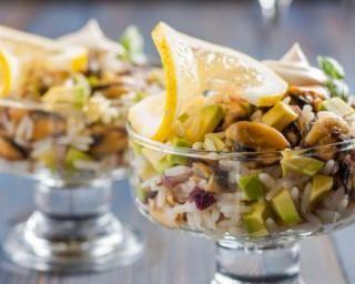 Salade de riz complet Croq'Kilos au citron, avocat et fruits secs : http://www.fourchette-et-bikini.fr/recettes/recettes-minceur/salade-de-riz-complet-croqkilos-au-citron-avocat-et-fruits-secs.html