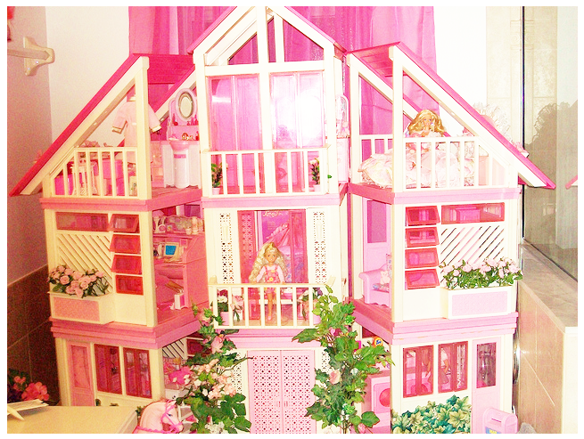 Barbie Doll House I Remember My Dad Changing A Light Bulb Above The Play Area Getting Slightly Electrocuted And Falling On This
