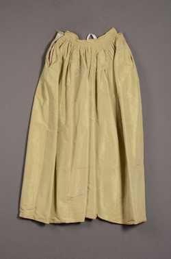 Robe à l'anglaise bestaande uit rok en overjapon (ca. 1780) Zijde.  Inventarisnummer 6806/001-002