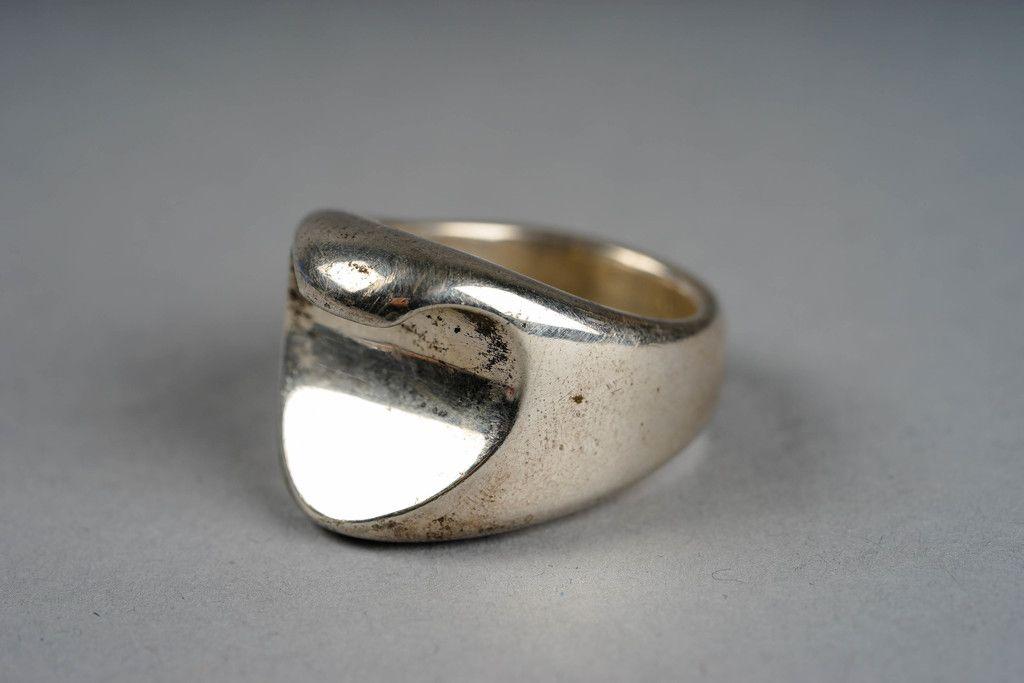 Silver ring, England. The opener of bottles. Huutokauppa Helander