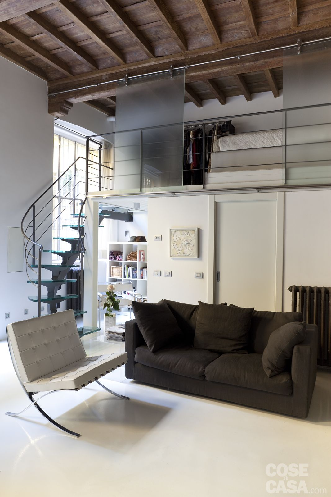 Mini loft la casa recupera spazio con nuovi soppalchi nel 2019 loft mini loft loft room e - Case a due piani interni ...