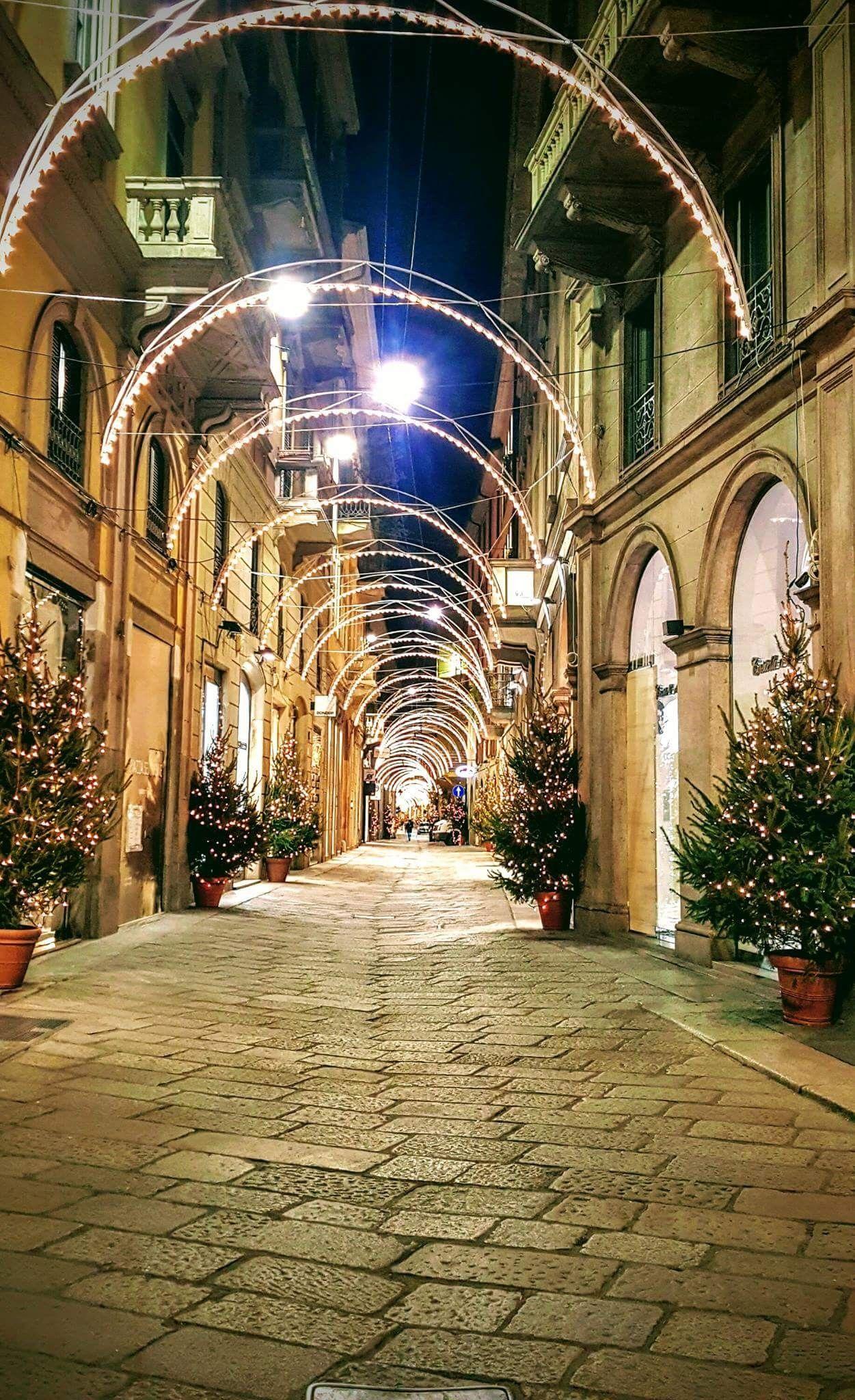Via San Maurilio Milano via della spiga, milano | paesaggi, milano, italia