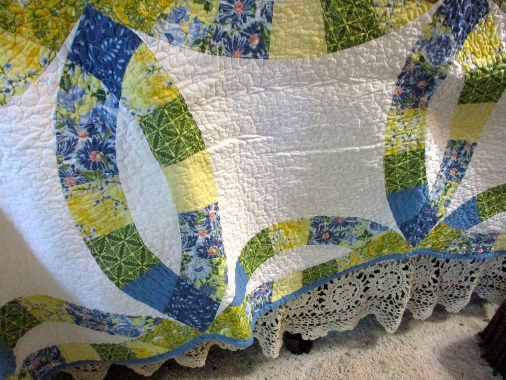 Yellow Blue King Wedding Ring Border At Bluebird Gardens Beautyboard Quilts Quilt Care Wedding Ring Quilt