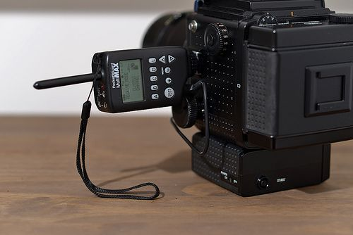 How to trigger remote Mamiya RZ67 and remote flash