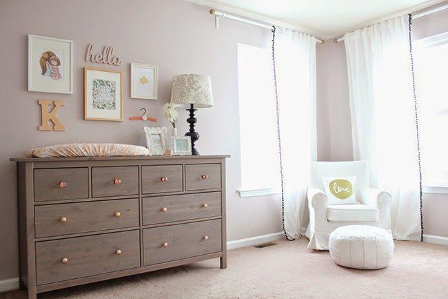 Una habitaci n de beb delicada y con toques en dorado - Habitaciones blancas ikea ...