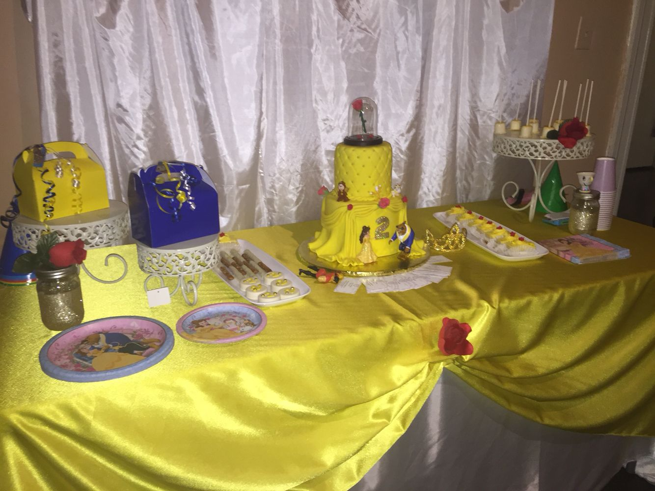 Cake table beauty and the beast party decorations for Beauty and beast table decorations