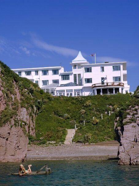 Burgh island hotel devon europe island art deco for Art deco hotel devon