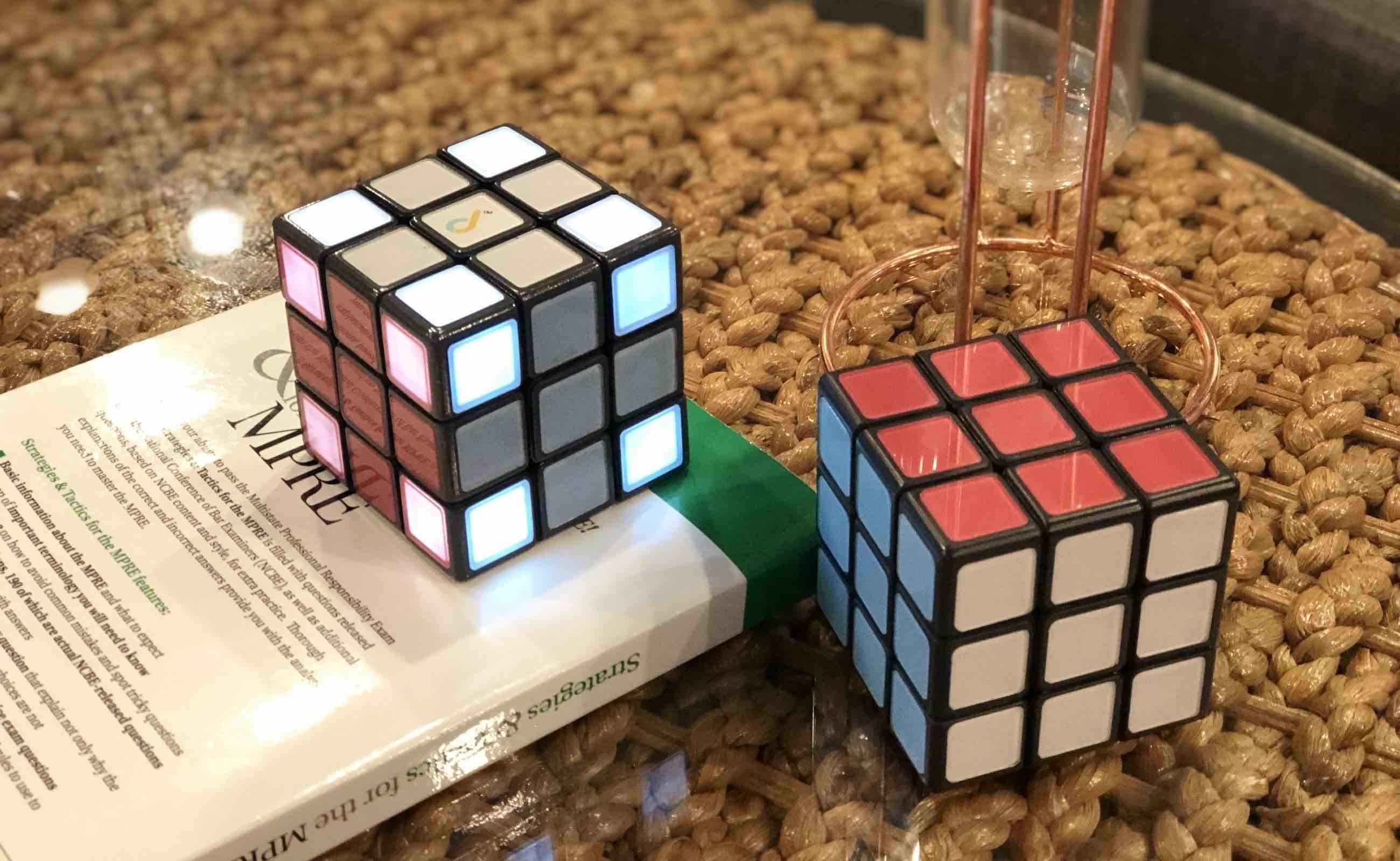 JUNECUBE Smart Rubik's Cube helps you solve the puzzle