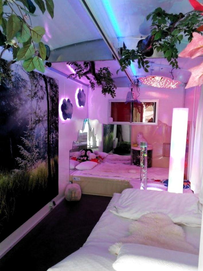 Vaporwave Bedroom Vaporwave 97 Amazing Beautiful Aesthetic Bedroom 65 Bedroomdecor Bedroomdesign Bedroomide Neon Bedroom Room Inspiration Bedroom Neon Room
