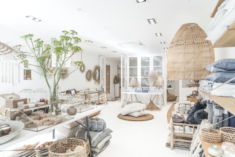 new l 39 etoile store retail design. Black Bedroom Furniture Sets. Home Design Ideas