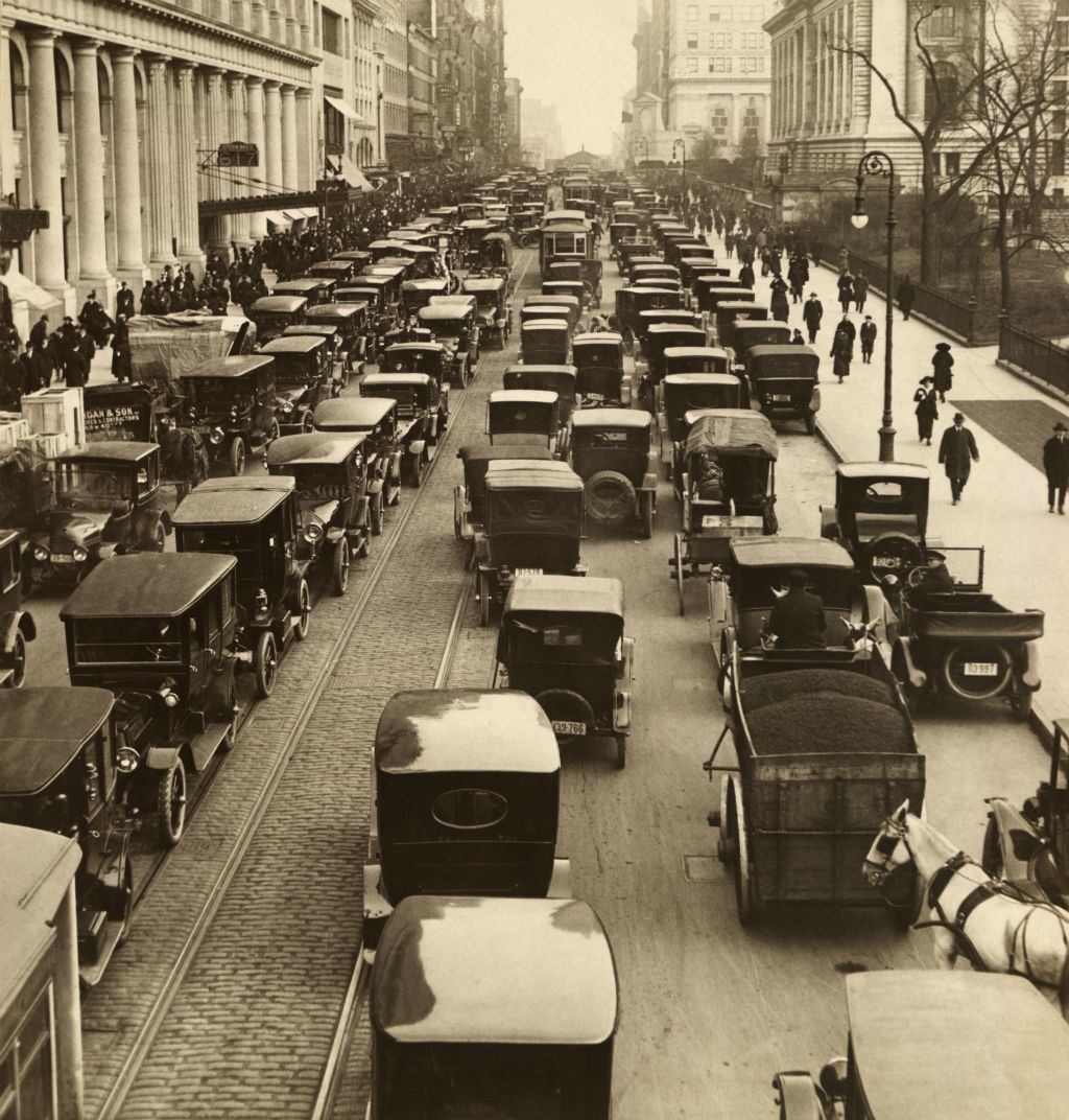 Congested traffic on 42nd street new york city 1918 for Ford models nyc