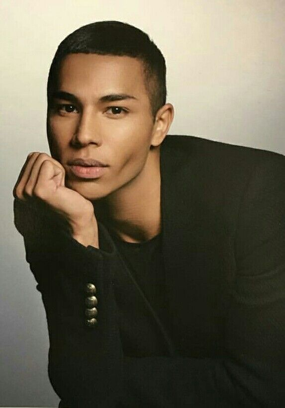 After his graduation in 2003, he started as a designer at roberto cavalli and was soon promoted to the head of the womenswear design. Olivier Rousteing   Inspiração para fotos, Cabelo, Fotos