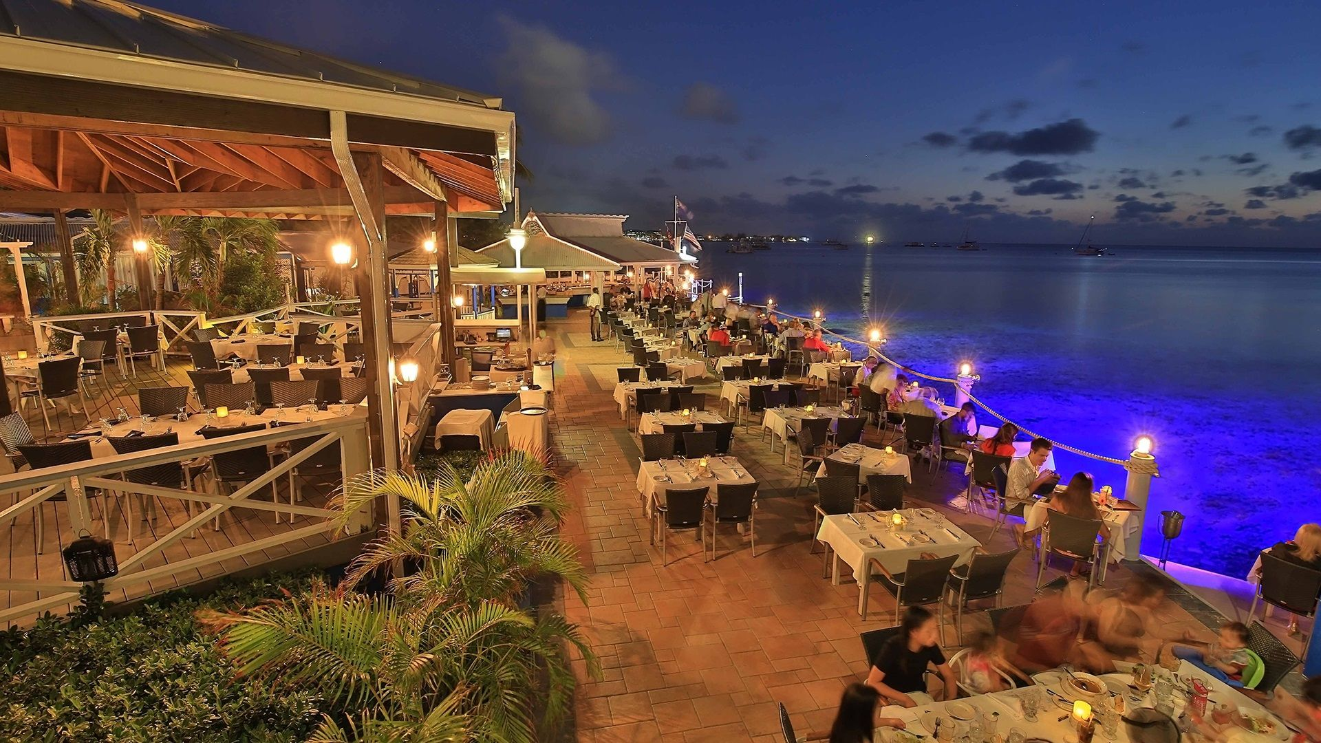 Experience Fine Dining In Cayman Islands At One Of The Most Celebrated Restaurants In Grand Cayman The Cayman Islands Resorts Grand Cayman Island Grand Cayman