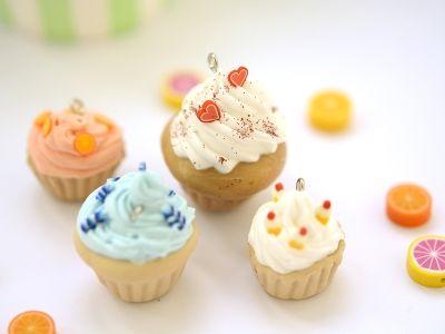 Les classiques : le cupcake ★ Epinglé par le site de fournitures de loisirs créatifs Do It Yourself https://la-petite-epicerie.fr/fr/547-pates-polymeres ★