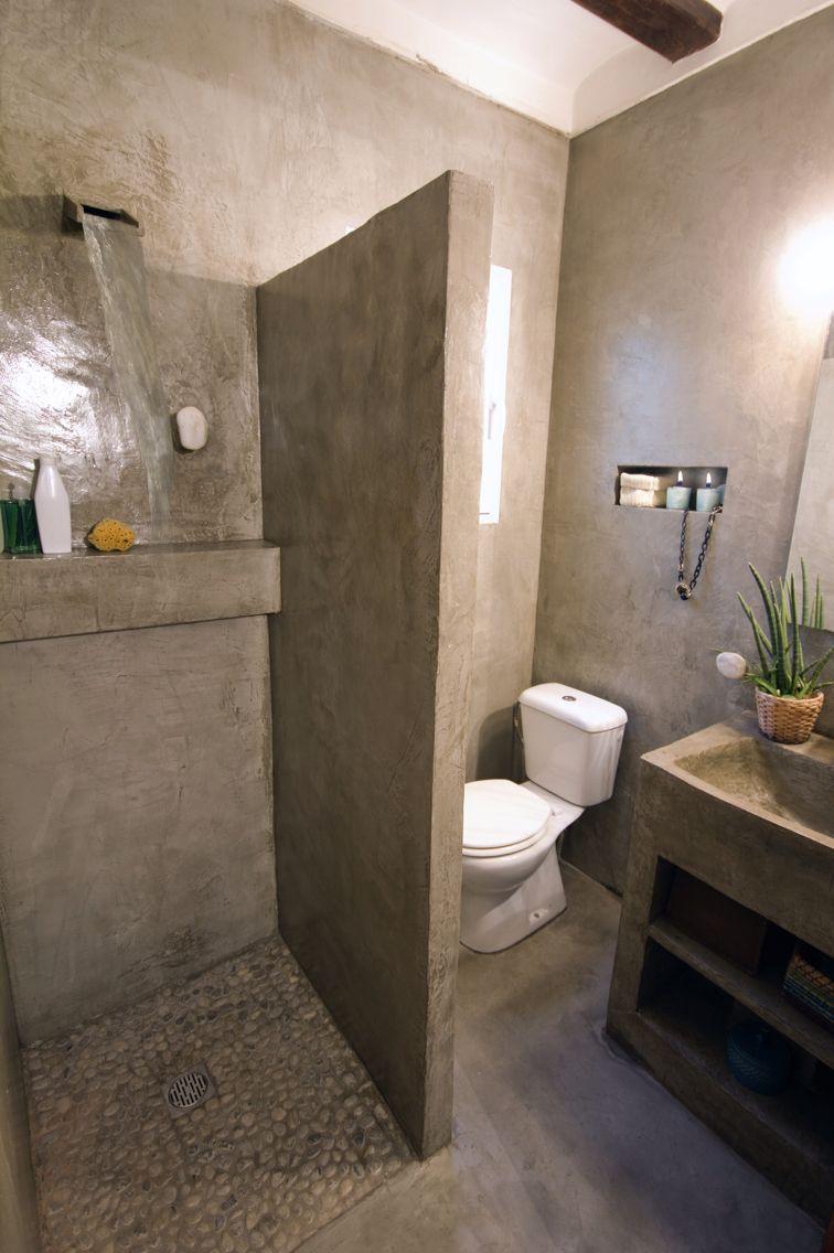 Microcemento bathroom ba o concrete for Pared de bano de concreto encerado