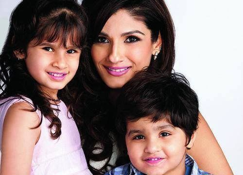 Raveena Tandon With Her Children Celebrity Moms Bollywood Celebrities