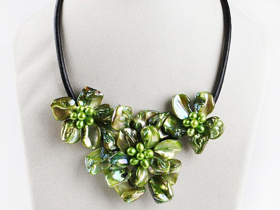 Flower Necklace Floral Bib Necklace Gift for Mom Necklace for Women Floral Statement Necklace Unique Jewelry Chunky Necklace