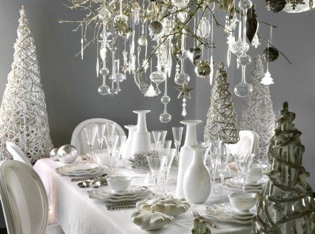 Modèle décoration de table de Noël blanc et gris