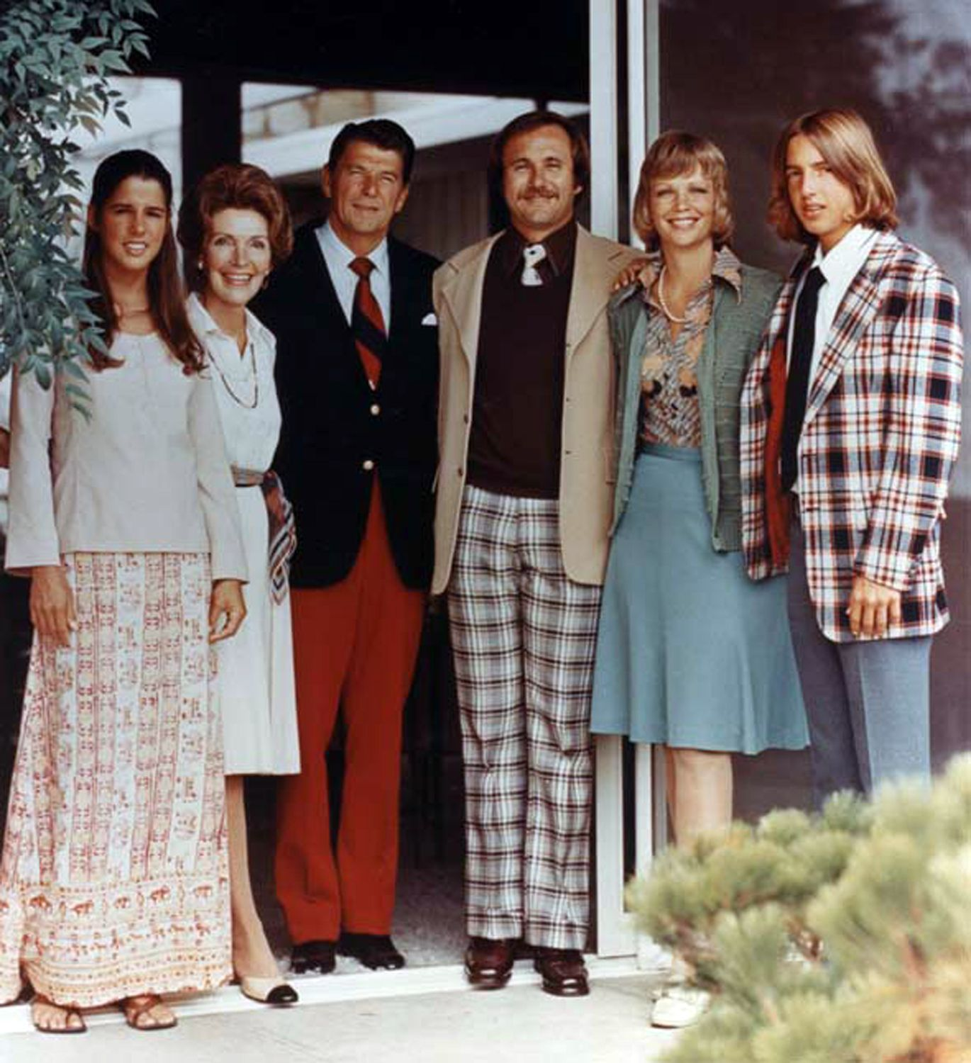 The Regan Family looking very 70s when he was Gov of Cali ('67-75) at their home in Pacific Palisades, Cali (an area close to Santa Monica Beach) - L-R Patti, Nancy, Ronnie, Michael, Maureen and Ron Jr.