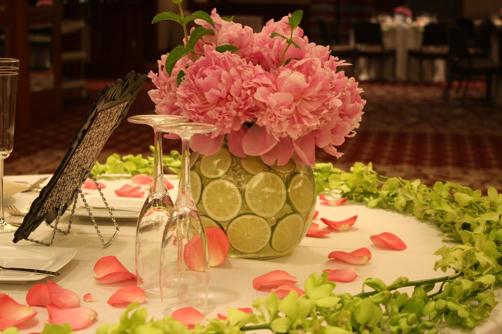 Totally Love This Spring Wedding Tablescape