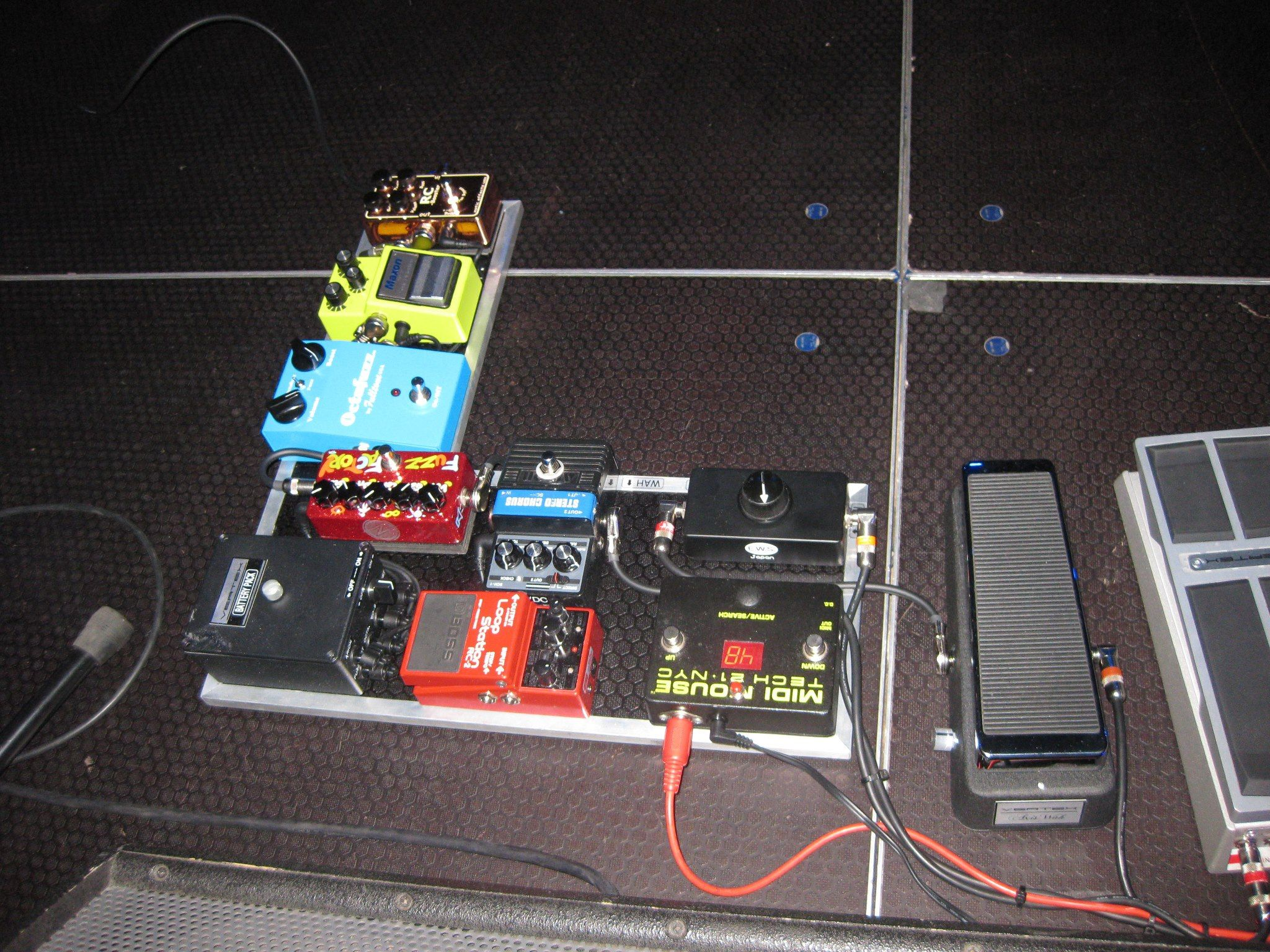 Scott Hendersons Rig With The Sh Volume Pedal Prototype Vertex 5039s And Modern Wiring Style Diagram From Http Wwwmylespaulcom Things I Love Lwren