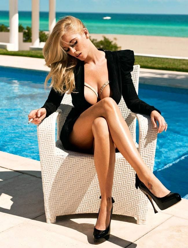 heiße blonde lange Beine