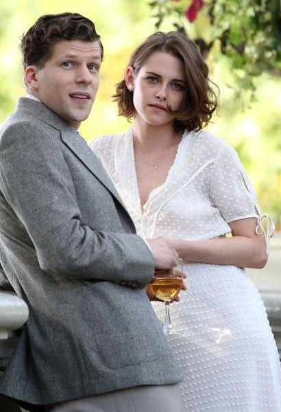 Kristen Stewart Photos - Kristen Stewart & Jesse Eisenberg Filming In NYC - Zimbio