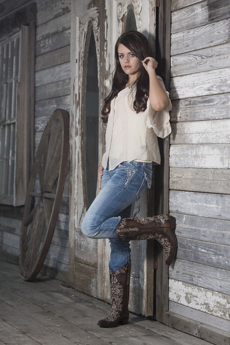 Brown With White Design Cowgirl Boots By Black Star Cowgirl Boots With Jeans Cowboy Boots For Women Country Western Boots Outfit Boating Outfit Star Boots [ 1200 x 801 Pixel ]