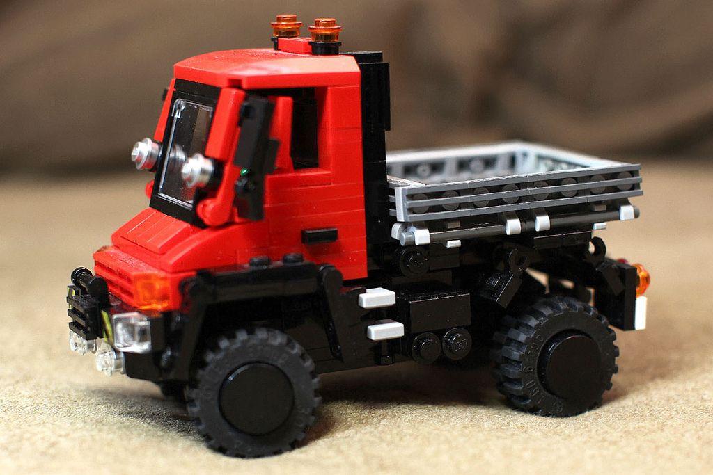 Mercedes Benz Unimog U 300 Lego Builds Lego Truck Lego Lego Moc
