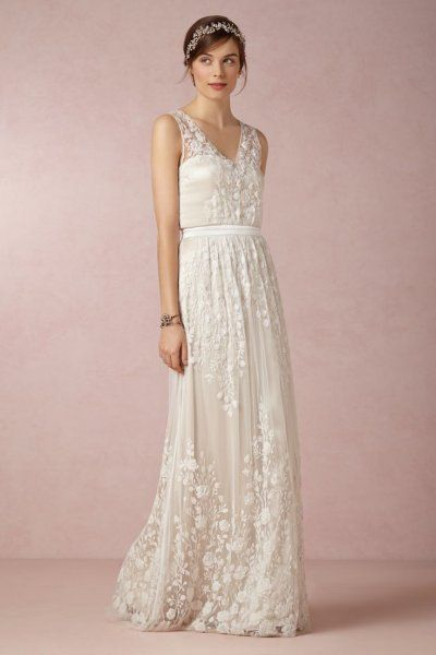 V Neck Embroidered Lace Trapeze Shaped Tulle With Ribbon Wedding Dress